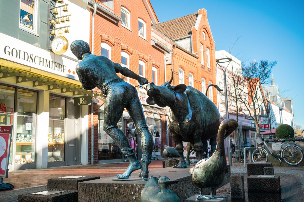 Ochsen-Skulptur-Figur-Haus-Grund-Wunstorf